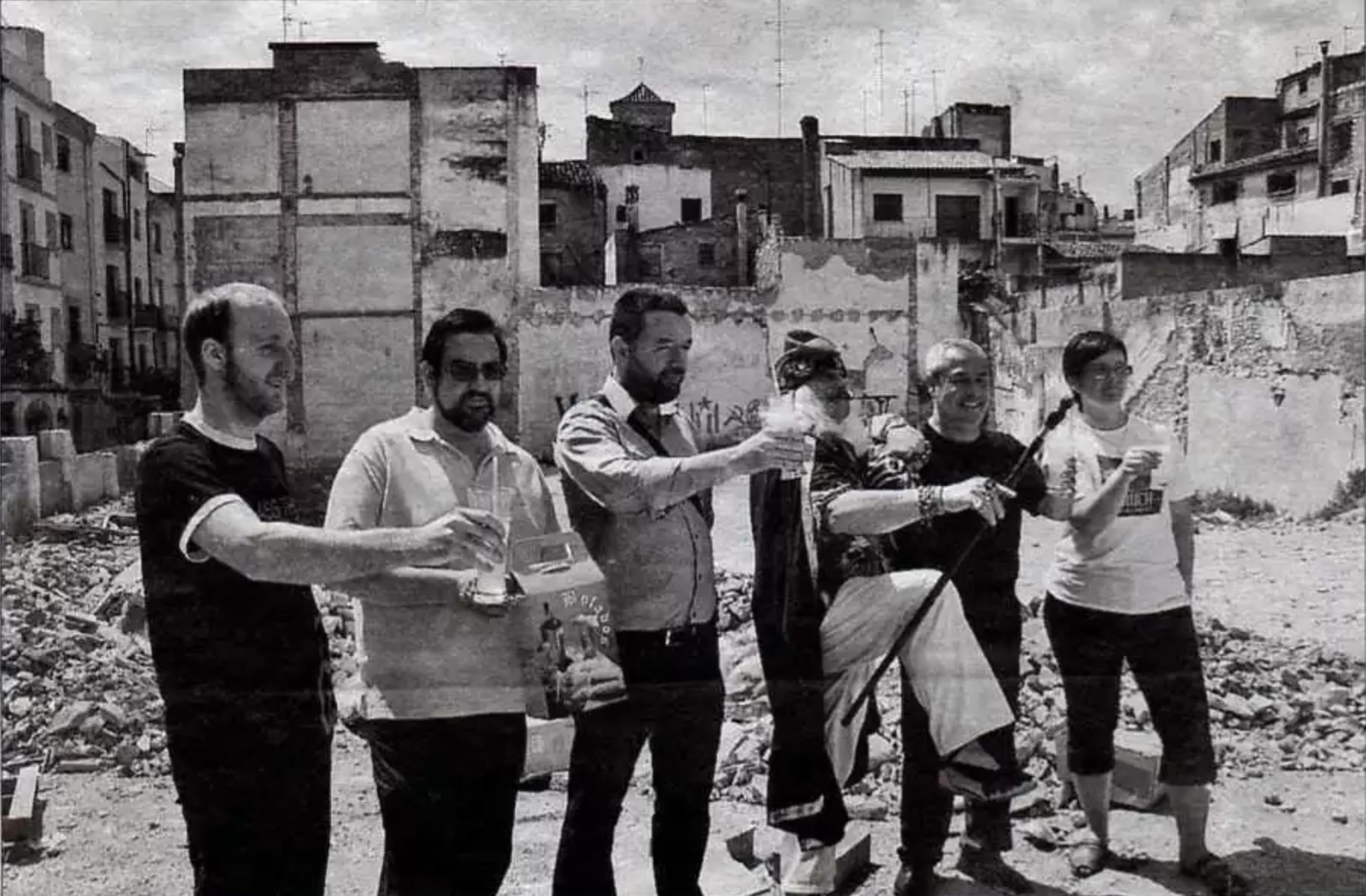 El Boladís, la beguda de Sant Joan, s'estén per sis bars del barri antic